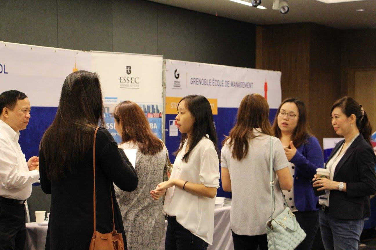 Zoom on the 1st french education fair in singapore study for Chambre de commerce francaise singapour
