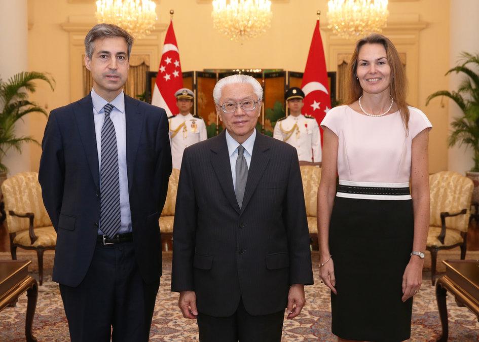 Le nouvel ambassadeur pr sente ses lettres de cr ances au for Chambre de commerce francaise singapore